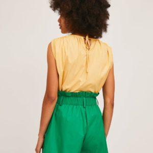 Short verde liso